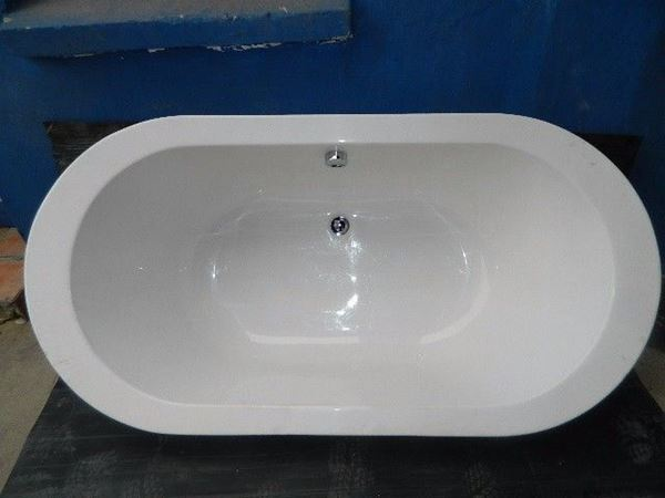 Picture of BELISSIMA Standard Oval bath  built in 1800  x 900